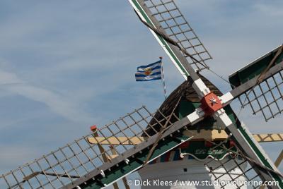 Elkerzee, detail molen De Lelie met Zeeuwse vlag