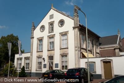 Margraten, voormalige burgemeesterswoning en school; nu kantoor.