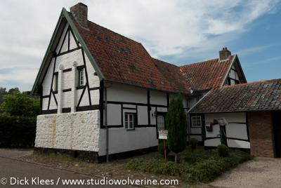 Stokhem telt verschillende monumentale boerderijen.