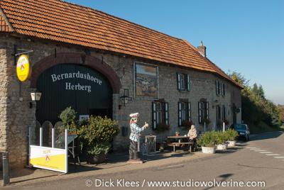 Herberg Bernardushoeve in buurtschap Mingersborg omvat twee rijksmonumentale panden. Het derde rijksmonument in de buurtschap is Molen Op de Vrouweheide.