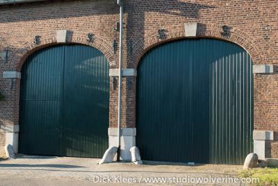 Heek, dubbele poortdeuren van hoeve