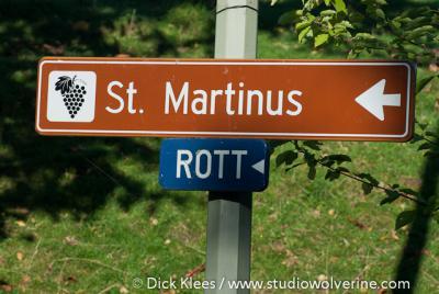 Rott, straat en buurtschap