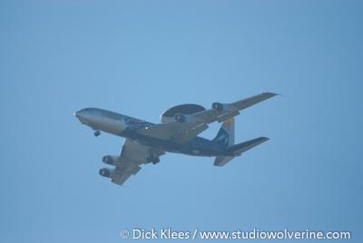 Schinveld, een overlast gevend, landend AWACS toestel op de in Duitsland gelegen NAVO basis.