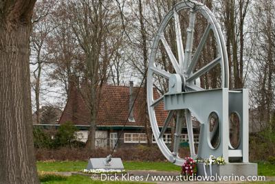 Brunssum, wiel van een 'mijnlift', als gedenkteken