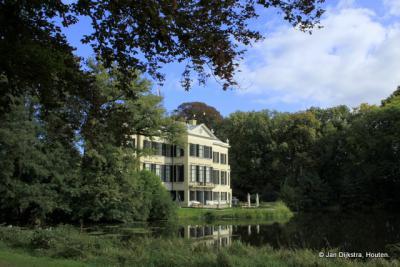 Kasteel Broekhuizen, het is heerlijk wandelen op het Landgoed.