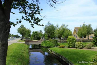 De Hem is een buurtschap gelegen tussen Schoonhoven en Bergambacht, en ook onder beide kernen vallend