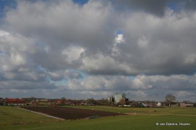 Het zuidelijke uiteinde van het dorp Schalkwijk, gezien vanaf de Lekdijk