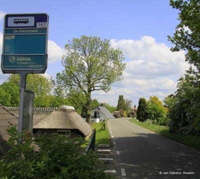 Vóór 2015 had buurtschap De Rietschoof geen plaatsnaamborden, zodat je alleen aan de busbordjes kon zien dat je er was aangekomen.