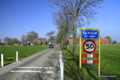 De Weere is een dorp in de provincie Noord-Holland, in de streek West-Friesland, gemeente Opmeer. T/m 1978 was het dorp verdeeld over de gemeenten Hoogwoud, Abbekerk en Sijbekarspel.