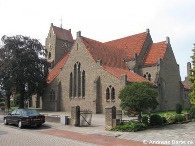Door de bouw van de school en RK kerk H. Bonifatius en Gezellen in de jaren dertig wordt De Veldmaat een echt dorp met alles d'r op en d'r an.