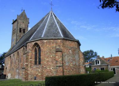 Bij het zeer oude kerkje van Dearsum