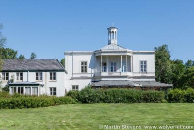 Landhuis Ockenburgh in Loosduinen is anno 2017 in restauratie en staat er binnenkort weer schitterend bij. Rond het landhuis en op het landgoed is regelmatig van alles te doen. Zie daarvoor het hoofdstuk Landschap etc.