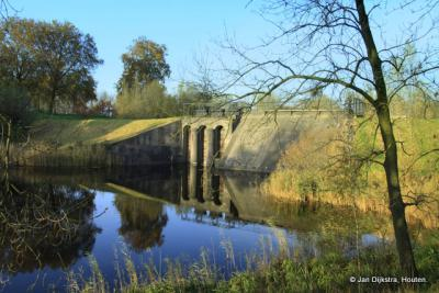 De inlaatsluis bij Fort Everdingen