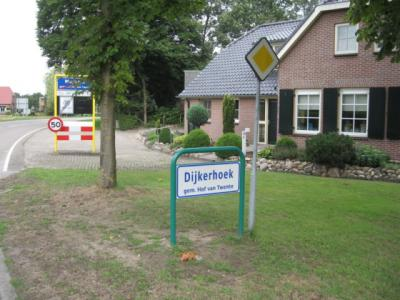 Dijkerhoek (buurtschap van Markelo) heeft sinds 2010 weer officiële plaatsnaamborden.