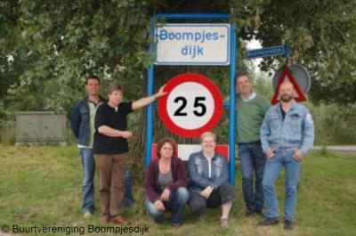 Boompjesdijk (buurtschap van Dinteloord), het bestuur van Buurtvereniging Boompjesdijk. Foto ter gelegenheid van het 25-jarig bestaan van de buurtvereniging in 2009.
