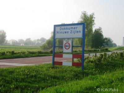 Een smal reepje Z van het Dokkumer Djip valt ook nog onder Dokkumer Nieuwe Zijlen maar ligt in de gem. Kollumerland c.a. 'gem. Dongeradeel' klopte hier dus niet en is daarom aan deze kant van het Dokkumer Djip afgeplakt.