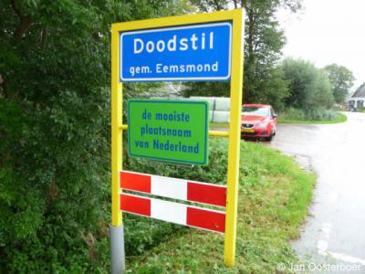 Doodstil is natuurlijk een bijzondere plaatsnaam die uitnodigt tot allerlei fantasieën over de betekenis. In 2005 is deze naam dan ook verkozen tot mooiste plaatsnaam van Nederland. Voor de enige echte naamsverklaring én de fantasieën: zie het kopje Naam.