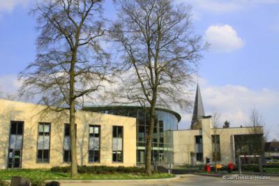 Doorn, Cultuurhuis Doorn (onder het kopje Landschap etc. vind je wat daar allemaal in gevestigd is), met op de achtergrond het Gemeentehuis.