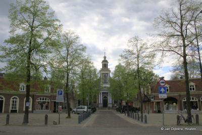 Driebergen, het Kerkplein in het oude Rijsenburg, met o.a. de Sint Petrus Bandenkerk
