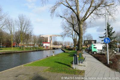 Driemond, met de brug over de sluis van de Weesper Trekvaart naar het Amsterdam-Rijnkanaal.