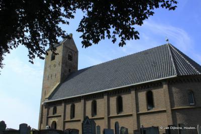 Kerk van Drogeham met een zeer oude toren en een later vernieuwde kerk.