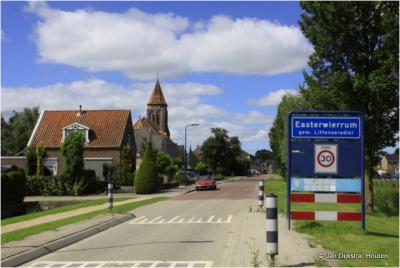 Easterwierrum is een dorp in de provincie Fryslân, gemeente Súdwest-Fryslân. T/m 1983 gemeente Baarderadeel. In 1984 over naar gemeente Littenseradiel, in 2018 over naar gemeente Súdwest-Fryslân.