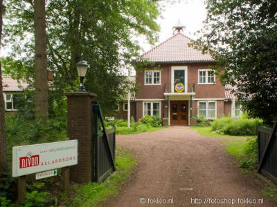 Een-West is o.a. bekend van de voormalige Volkshogeschool Allardsoog, tegenwoordig Natuurvriendenhuis van het NIVON.