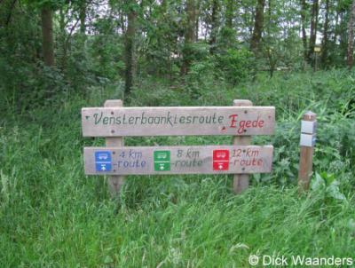 In Egede (buurtschap van Hellendoorn) kunt u als wandelaar kiezen uit diverse 'Vensterbaankiesroutes'.