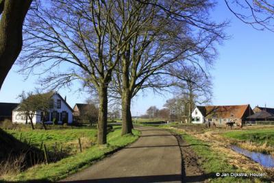 Grensgeval Egelshoek: het pand links valt onder het dorp Hollandsche Rading, gemeente De Bilt, provincie Utrecht, het pand rechts valt onder Hilversum, provincie Noord-Holland.