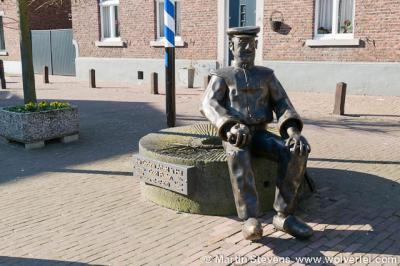 Einighausen, Sittard-Geleen, Zuid Limburg, standbeeld in het centrum