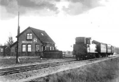 Elsenerbroek had een halteplaats aan de spoorlijn Neede-Hellendoorn