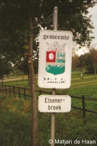 Elsenerbroek, de borden zoals die er stonden vóór de gemeentelijke herindeling van 2001