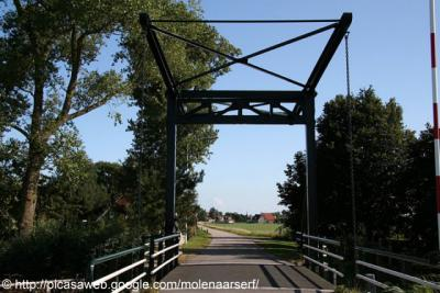 Exmorrazijl, brug over de Makkumervaart