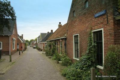 De Torenstraat in Ezinge