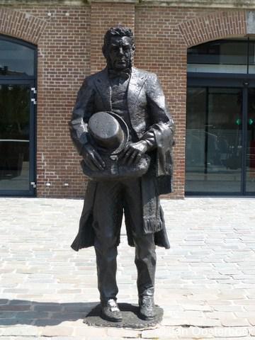 Feijenoord, standbeeld van Lodewijk Pincoffs, die een belangrijke rol heeft gespeeld bij de totstandkoming van de havens op Feijenoord.