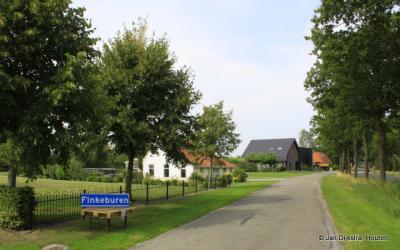 De buurtschap Finkeburen ligt ZO van het dorp Idskenhuizen