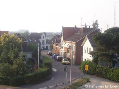 De oude buurtschap Frankhuis heeft moedig stand gehouden tegen de oprukkende gelijknamige nieuwbouwwijk als onderdeel van het Zwolse stadsdeel Stadshagen.