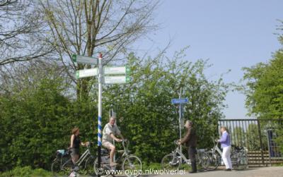 Friezenwijk, over de Appeldijk fiets of wandel je achter deze buurtschap langs. De Appeldijk is onderdeel van een tweetal fietsroutes.