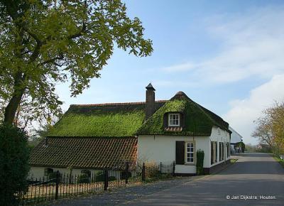 Oud boerderijtje aan de Lingedijk in Gellicum