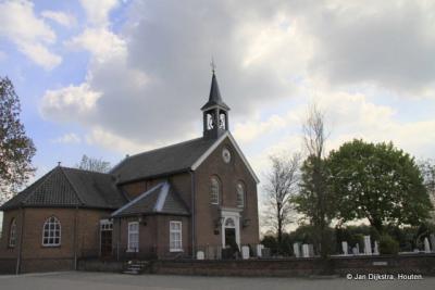 Het buitendijks staande kerkje in Giessen, in 2012