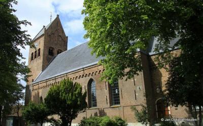 Grou met de middeleeuwse kerk gewijd aan Sint Pieter.