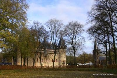 En natuurlijk Kasteel De Haar in Haarzuilens. Meer over het kasteel, zie de link Bezienswaardigheden.