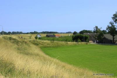 Op de Lekdijk bij Hagestein, niet ver van de stuw.