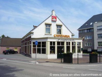 Halsteren, Cafetaria Vogelenzang (op de T-splitsing Tholenseweg/Dorpsstraat) was oorspronkelijk het gelijknamige station aan de stoomtramlijnen die hier vroeger liepen