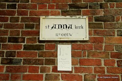 De kerk staat al sinds de 12e eeuw in Hantumhuizen
