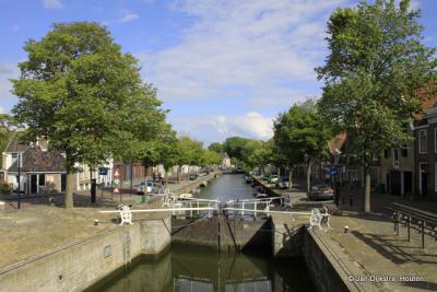 De hele Rozengracht in Harlingen in beeld