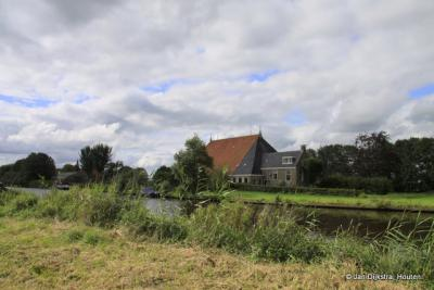 In Haskerdijken, heel in de verte zien we De Kapelle