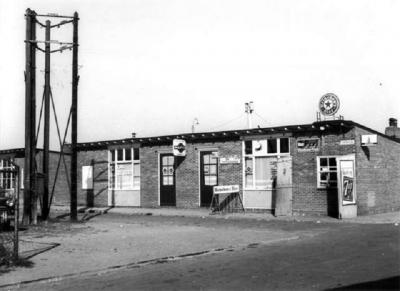 Havendorp had, op een school na, veel voorzieningen op eigen terrein. Op de foto café De Boei.