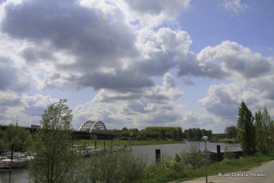 De haven van Hedel, toegang tot de Maas