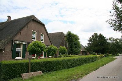 Statige boerderijen aan de Heemsteedseweg in de buurtschap Heemstede.